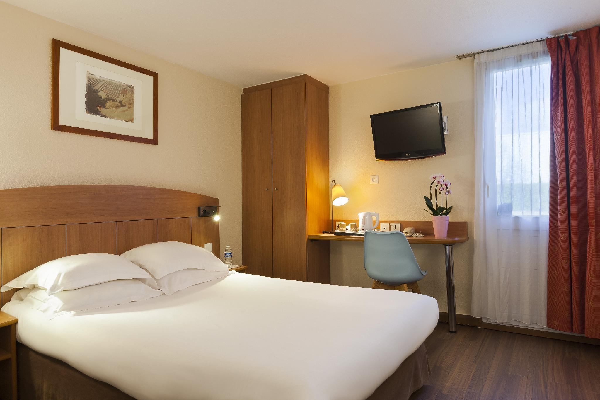 La Chambre D'amiens Tripadvisor Comfort Hotel Amiens Nord In France Room Deals Photos
