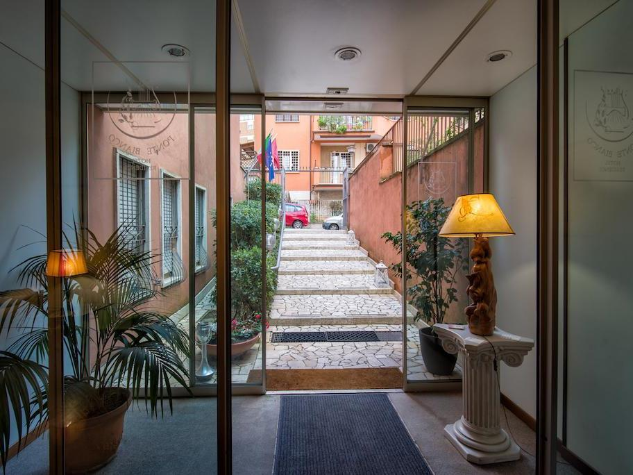Il Ponte Just Eat Hotel Ponte Bianco In Rome Room Deals Photos Reviews
