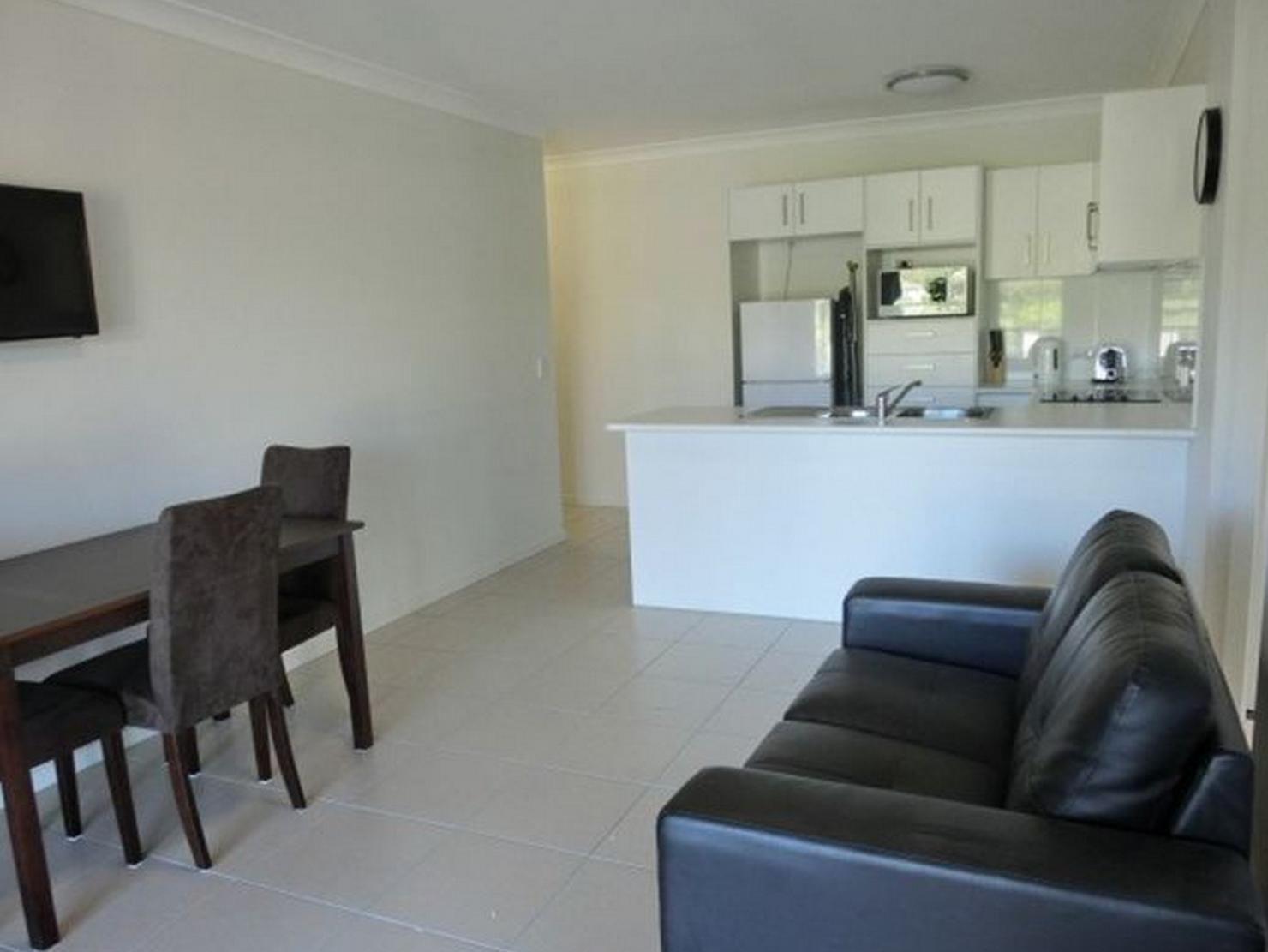 2 Bedroom Apartment Brisbane Book Brisbane Valley Tavern Apartments Fernvale 2019 Prices