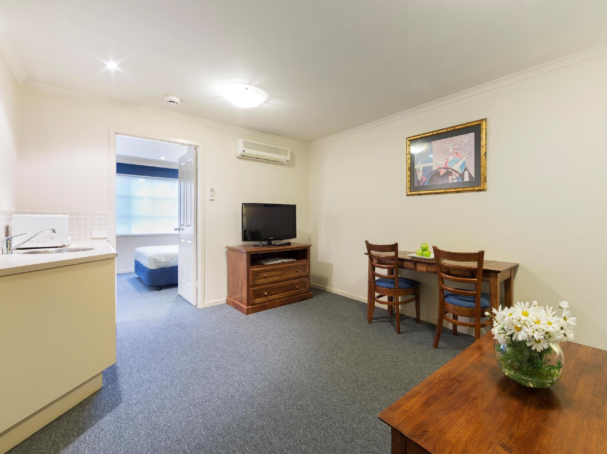 2 Bedroom Accommodation Canberra Book Canberra Parklands Central Apartment Hotel Australia 2019