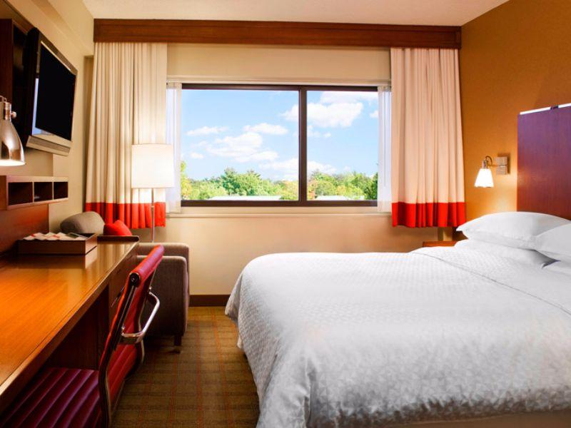Suite Four Points by Sheraton Midland