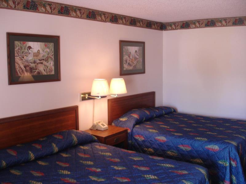 2 Queen Bed Nonsmoking Value Lodge Brownwood