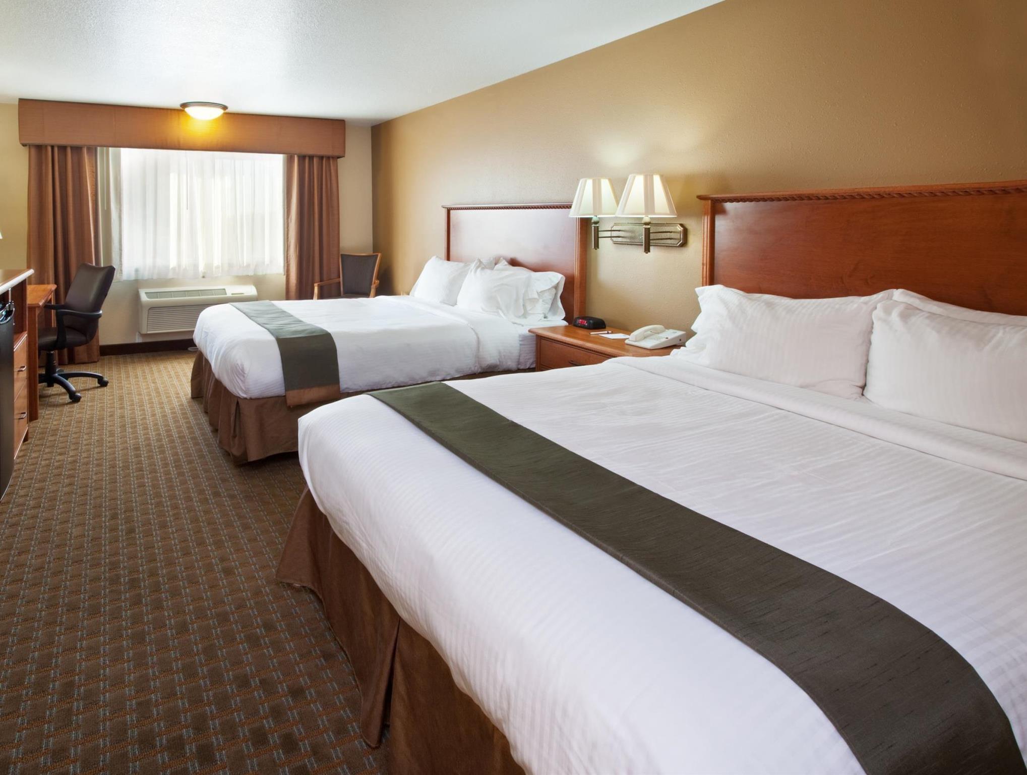 2 Queen Beds Oversized Room Kitchen Best Western Empire Towers