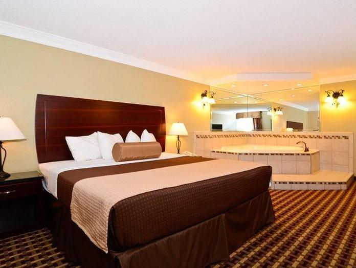1 King Bed with Jetted Tub Best Western Johnson City Hotel and Conference Center