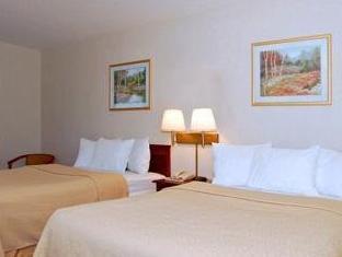 2 Double Beds, Smoking La Quinta Inn & Suites Batavia