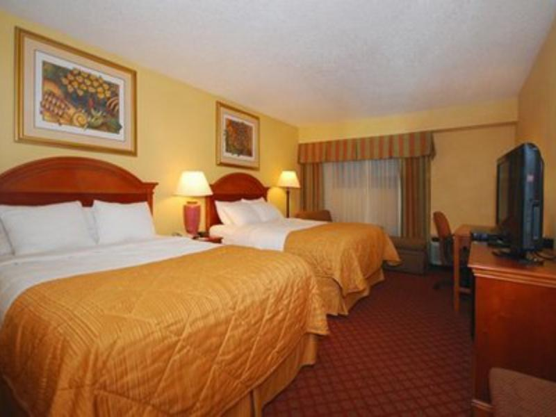2 Double Beds, Smoking Clarion Inn Cookeville