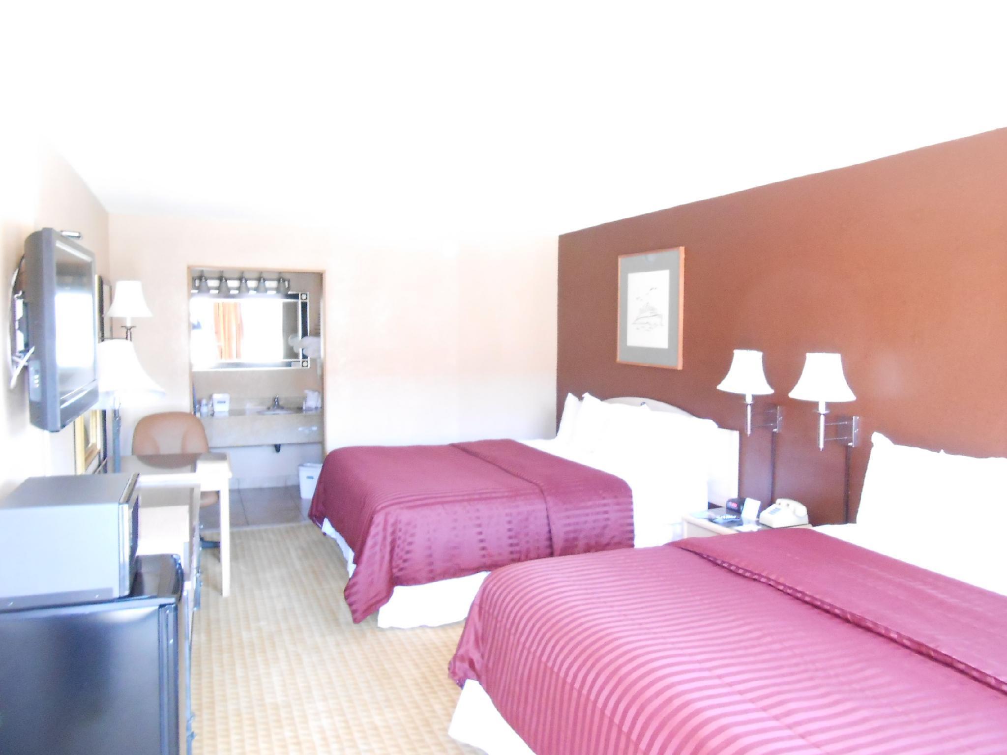 2 King beds Travelodge University West
