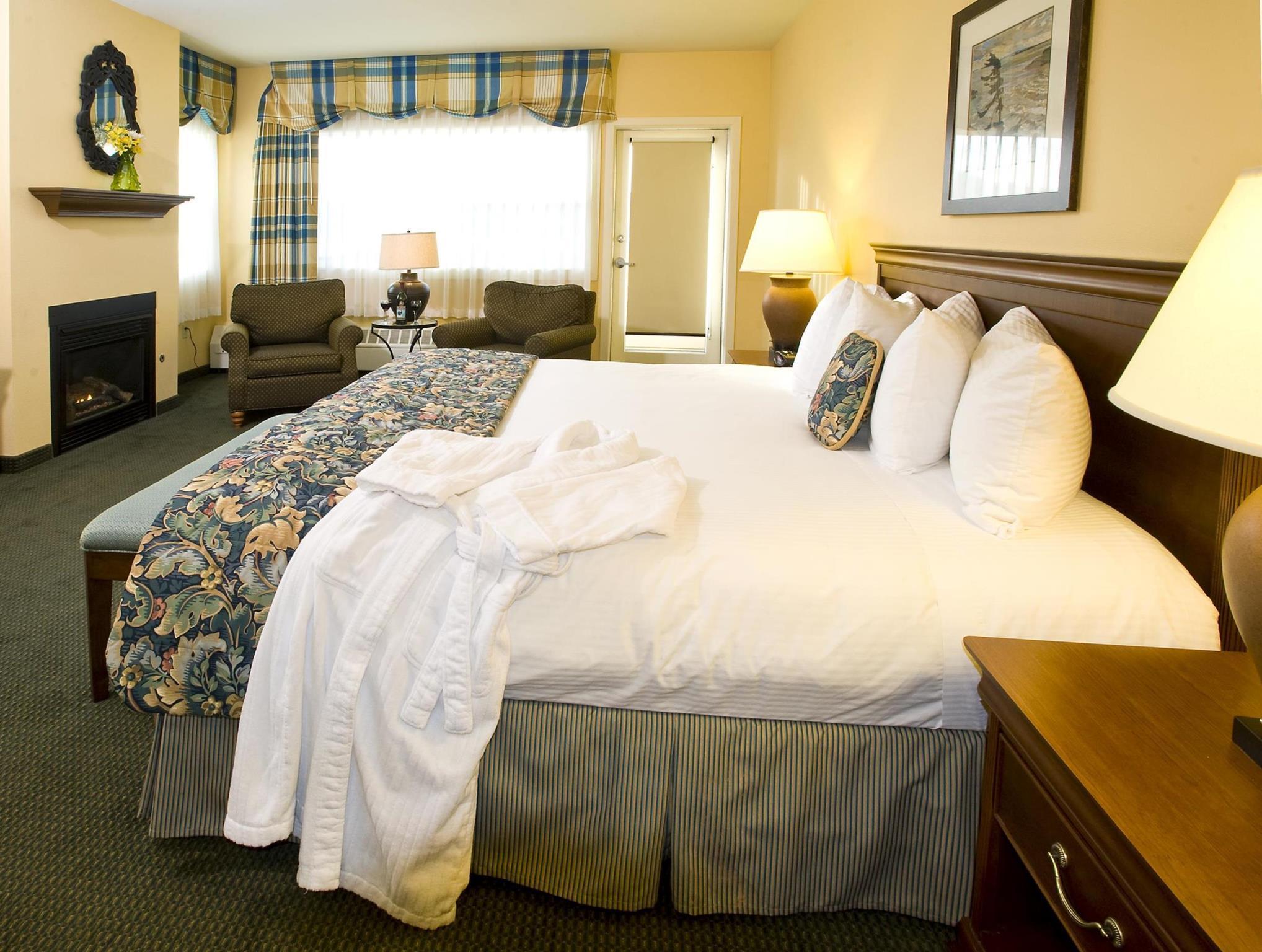 1 King Bed Nonsmoking Best Western PLUS Landing Hotel