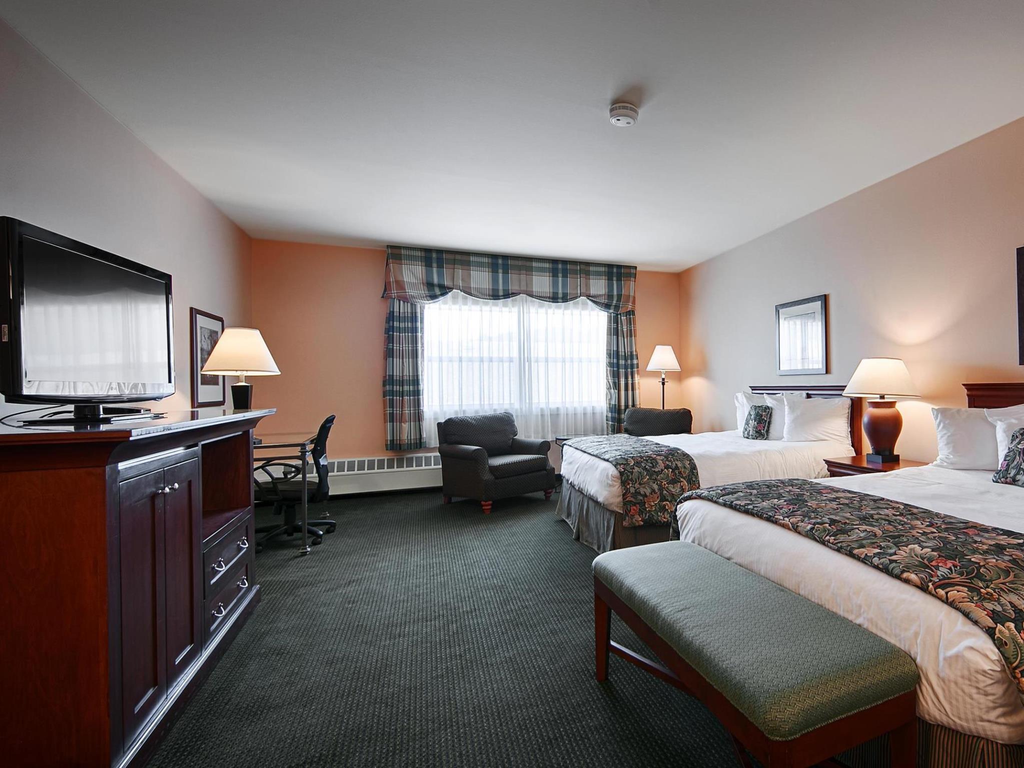 2 Queen Beds Non-Smoking Best Western PLUS Landing Hotel