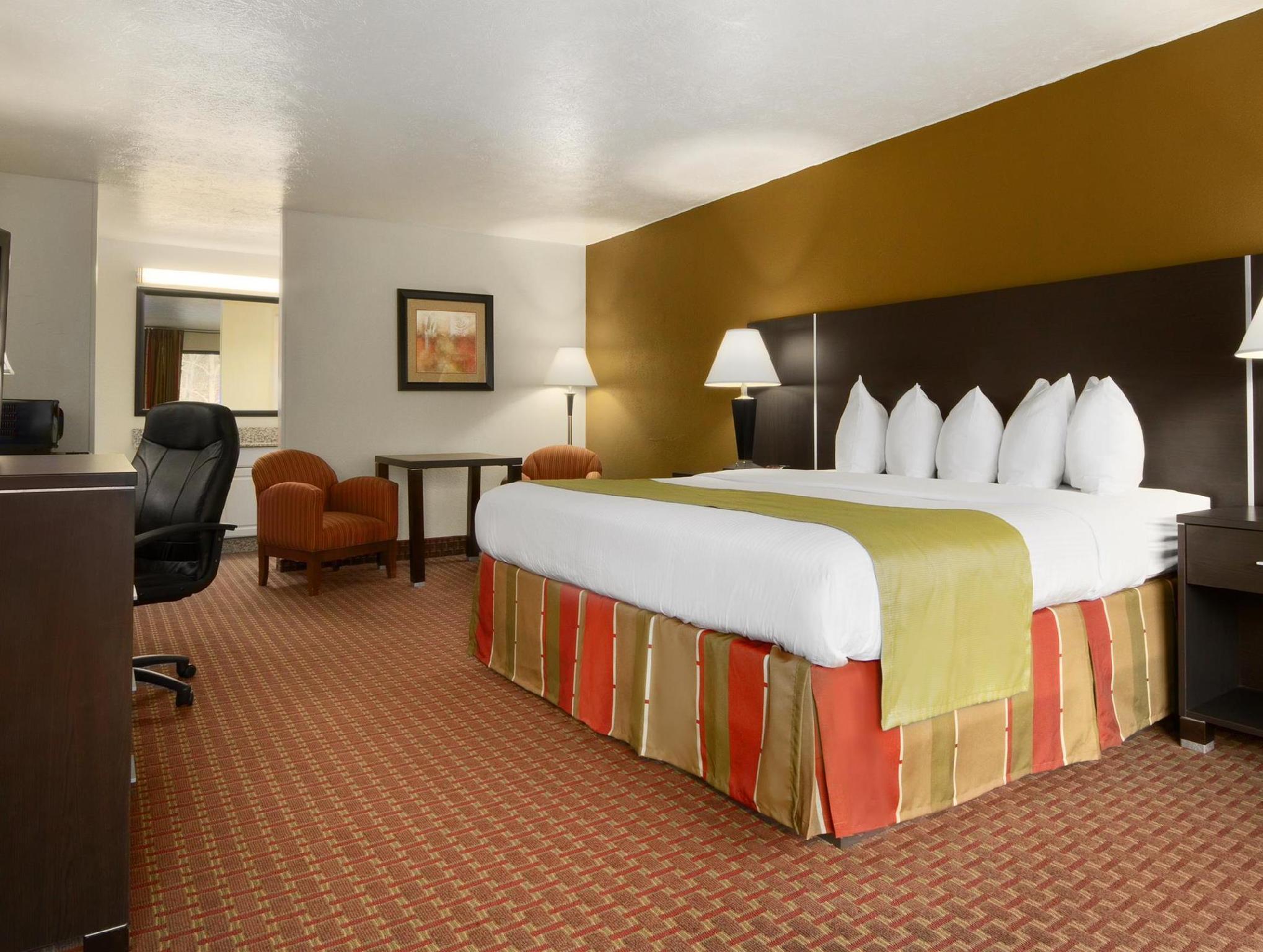 1 King Bed Best Western of Asheville Biltmore East