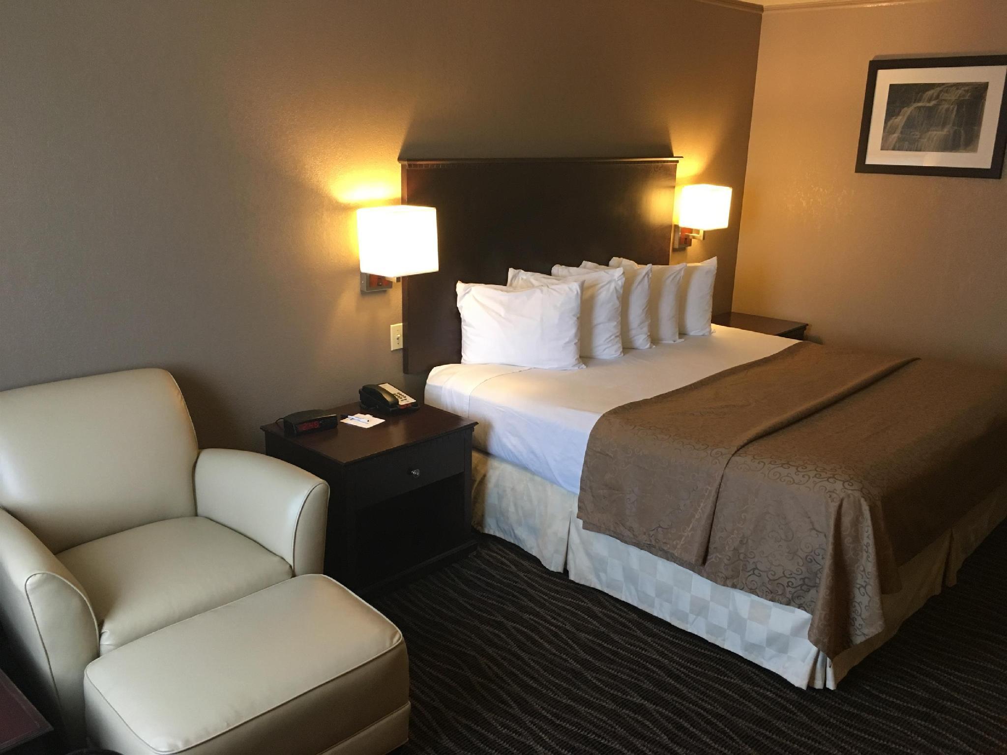 1 King Bed Best Western San Marcos