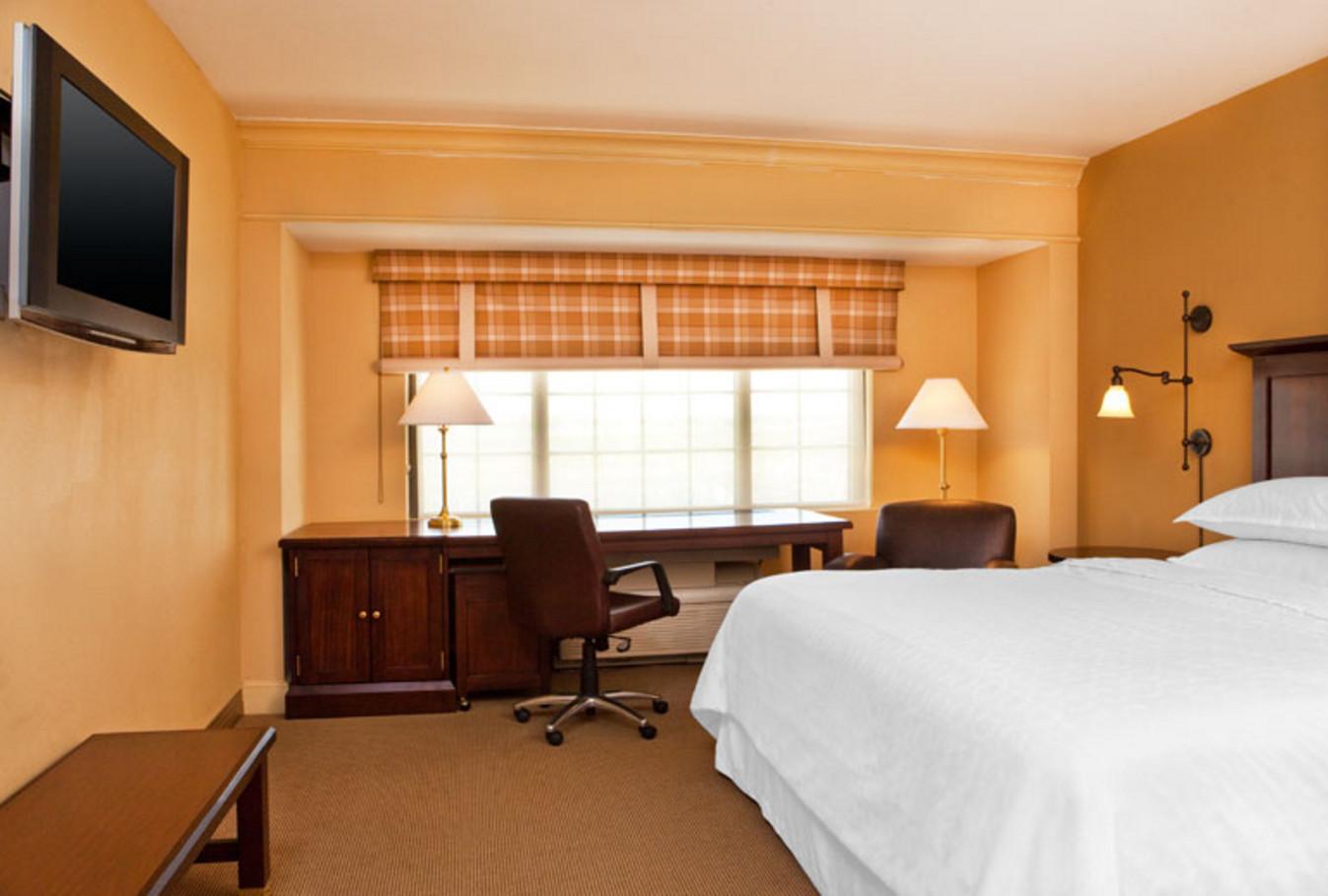 Club Room King Sheraton Baltimore Washington Airport Hotel BWI