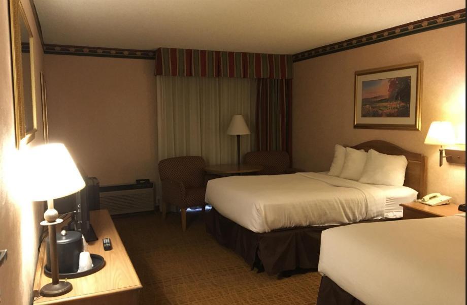 2 Double Beds Smoking Americas Best Value Inn Williamsburg Lightfoot Area