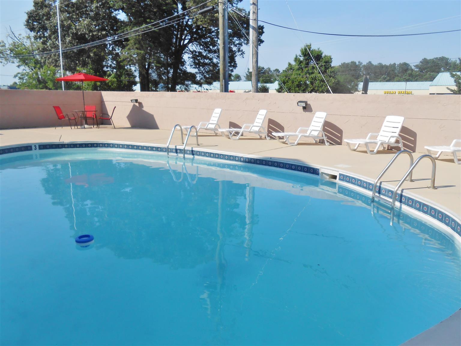 Americas Best Value Inn Williamsburg Lightfoot Area Photo Swimming Pool