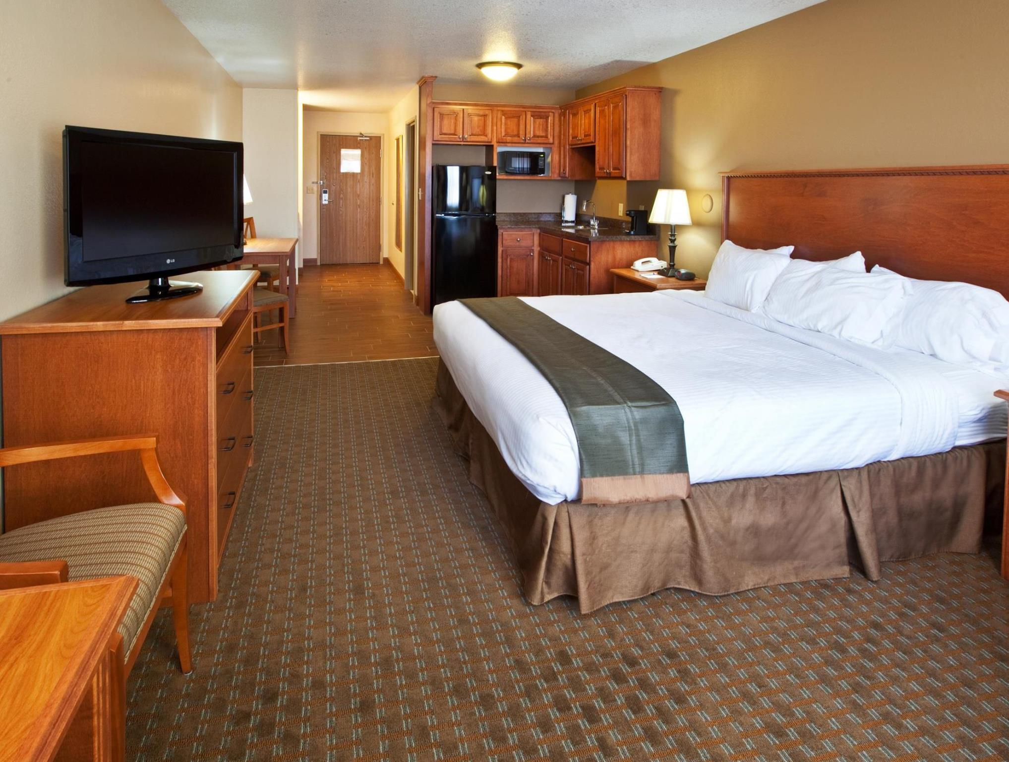 1 King Oversized Room Best Western Empire Towers