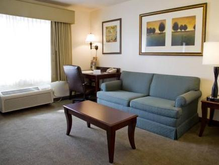 Standard 2 Queens Accessible Country Inn and Suites Gurnee