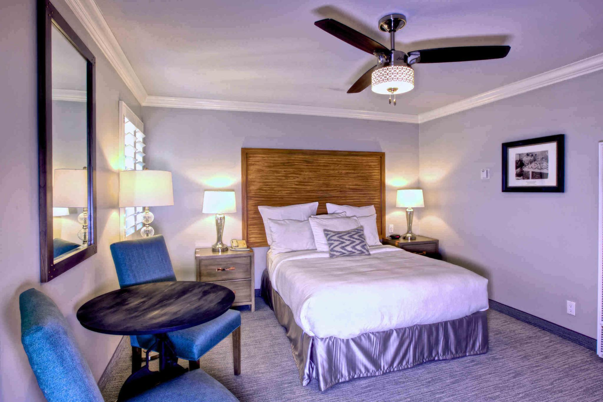Standard 1 Queen 456 Embarcadero Inn & Suites
