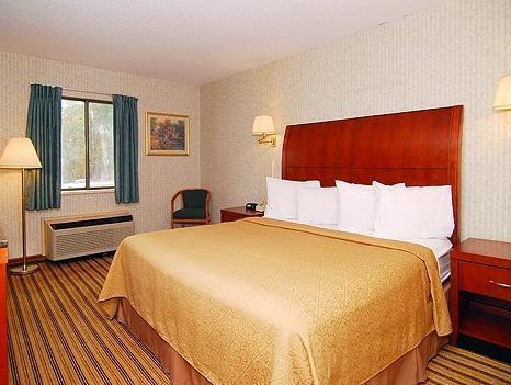 1 King Bed Smoking  Quality Inn Chicopee-Springfield