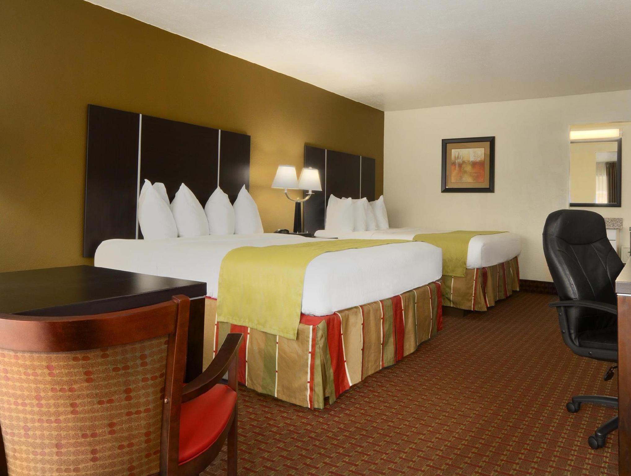 2 Queen Beds Best Western of Asheville Biltmore East