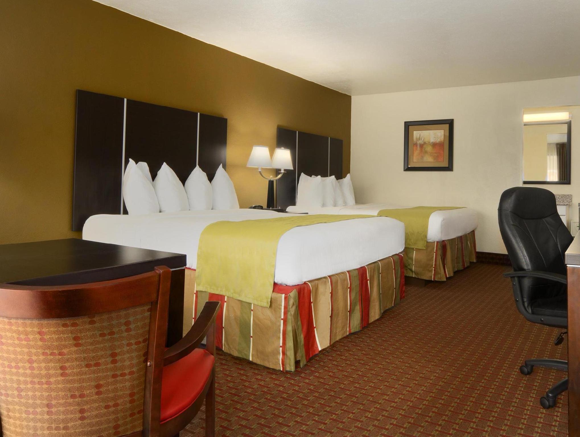 1st Floor 2 Queen Beds Best Western of Asheville Biltmore East