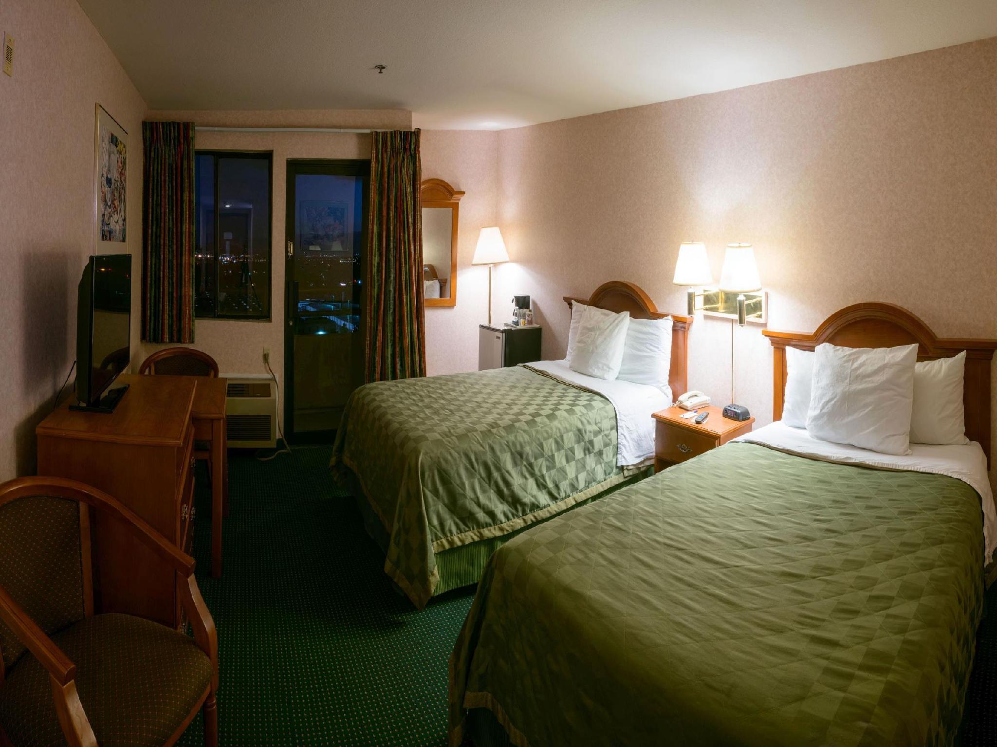 2 Double Beds Smoking Hills Garden Hotel San Bernardino