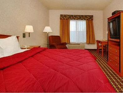 1 King Bed, 1 Queen Bed, Suite, No Smoking Comfort Inn