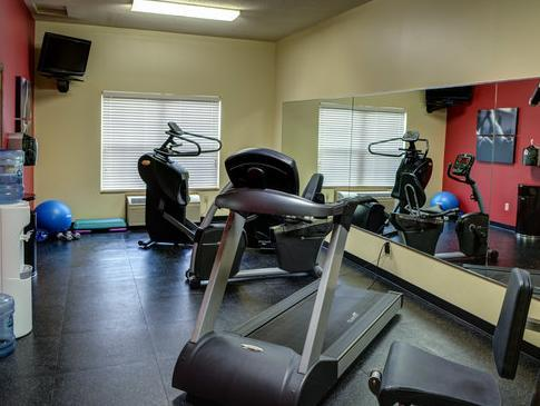Country Inn and Suites Kearney Photo Fitness Room