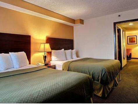 2 Queen Beds, Suite, No Smoking Quality Suites Milwaukee Airport