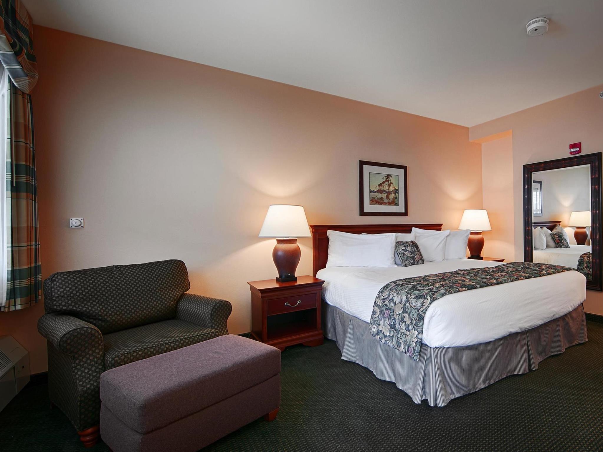 1 King Bed Non-Smoking Best Western PLUS Landing Hotel