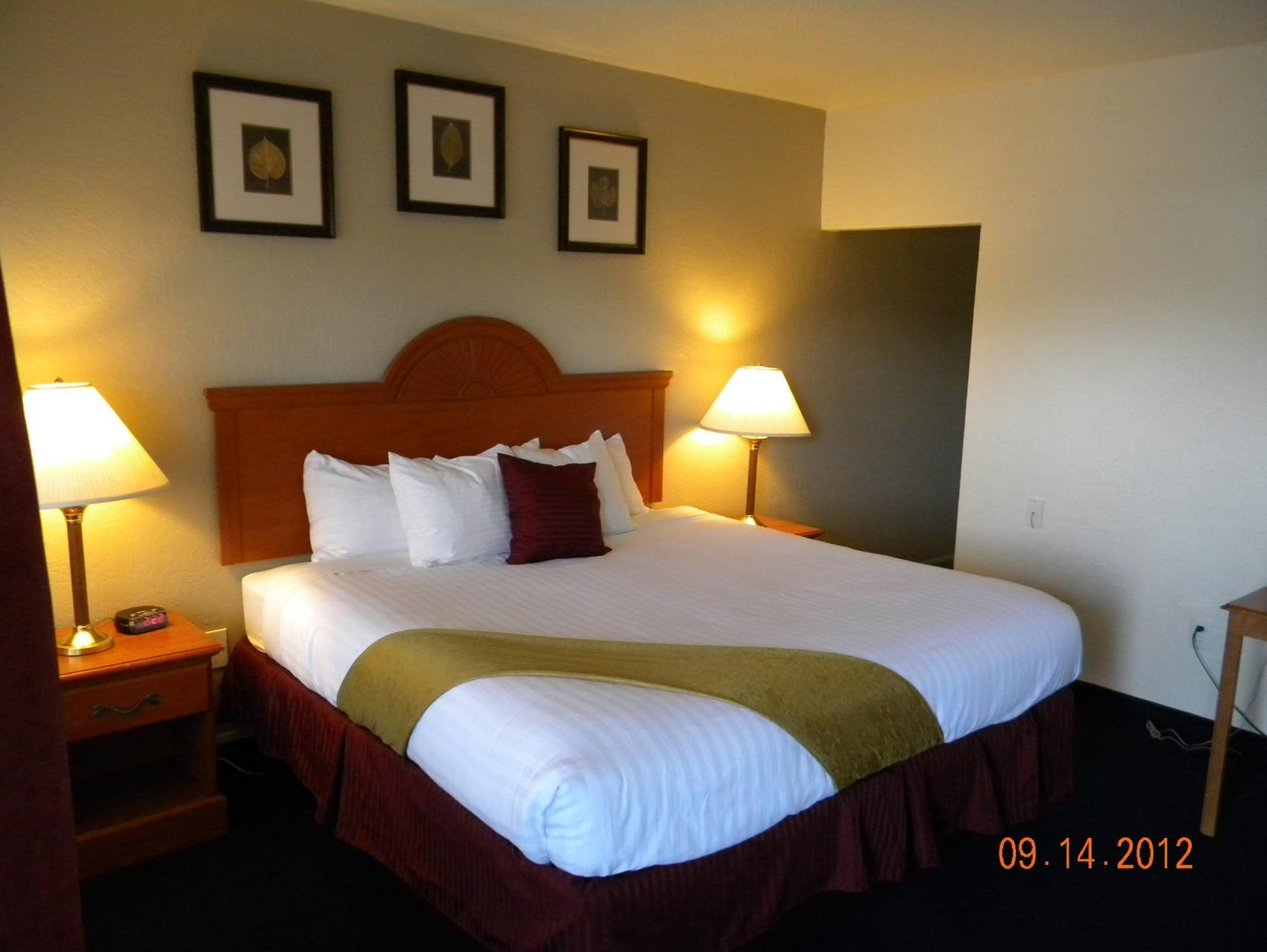 1 King Nonsmoking Magnuson Hotel and Suites Alamogordo