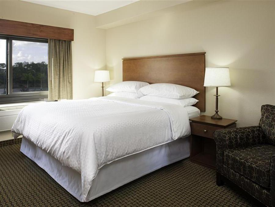 Deluxe King Four Points by Sheraton Fort Myers Airport