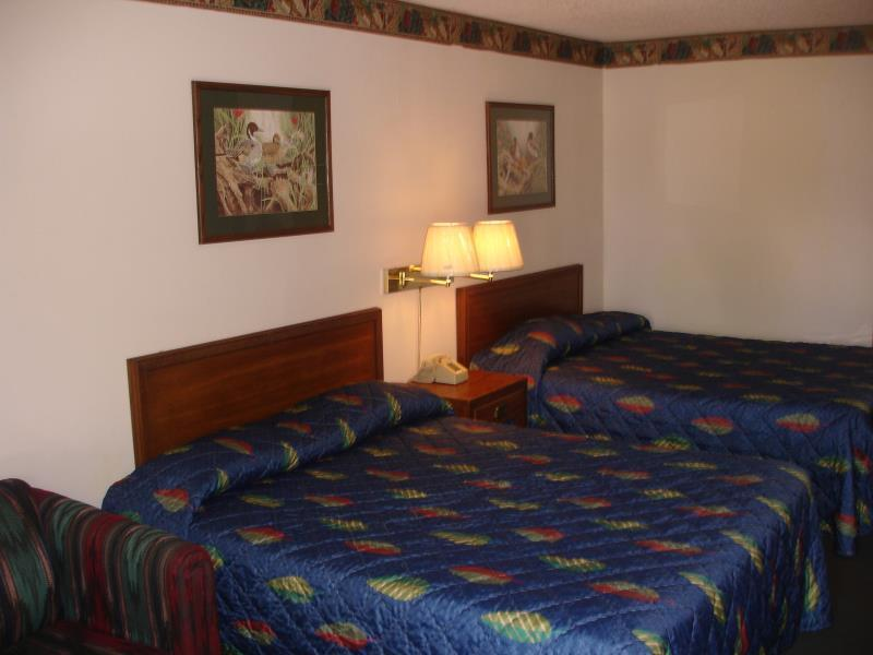 2 Queen Beds,Sofa Bed Nonsmoking Value Lodge Brownwood