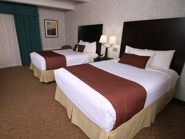 Roll In Shower 2 Double Beds Best Western PLUS The Inn at Smithfield