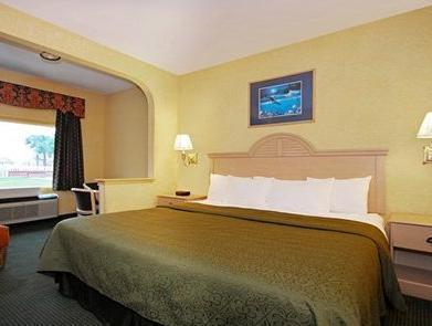 1 King Bed, Smoking Quality Inn and Suites on the Beach Corpus Christi