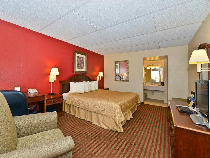Walk In Shower 1 King Bed Special Deal Best Western Intown of Luray