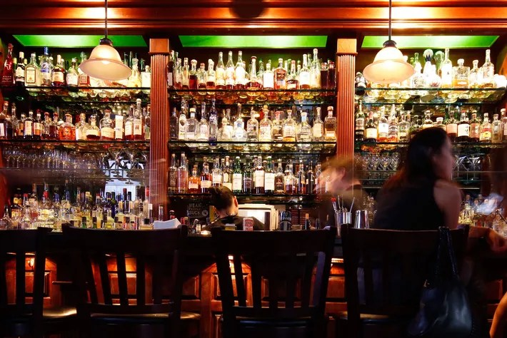 New York Fall Hd Wallpaper The Absolute Best Whiskey Bars In Nyc