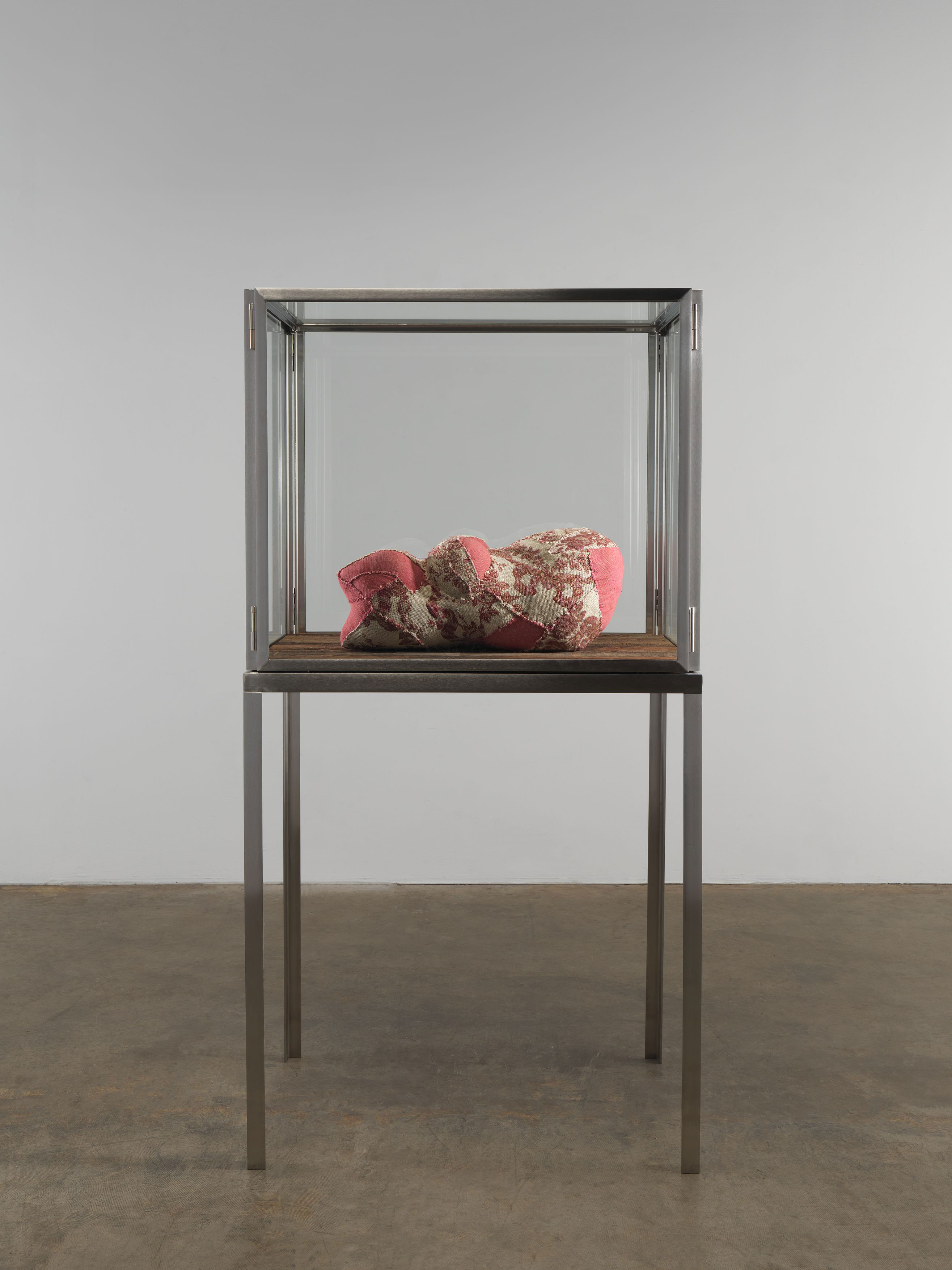 Tabourets Metal Amazon A Louise Bourgeois Sculpture Sells For 2 Mil In Miami