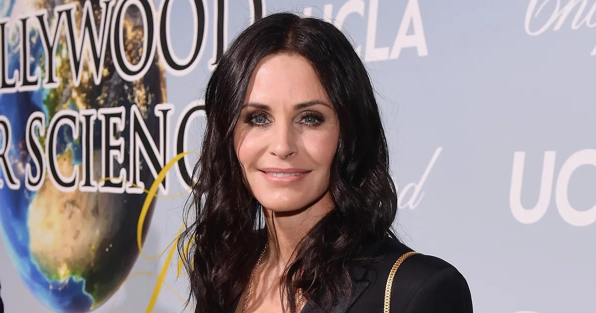 Courteney Cox Visited Monica\u0027s Apartment Building in NYC