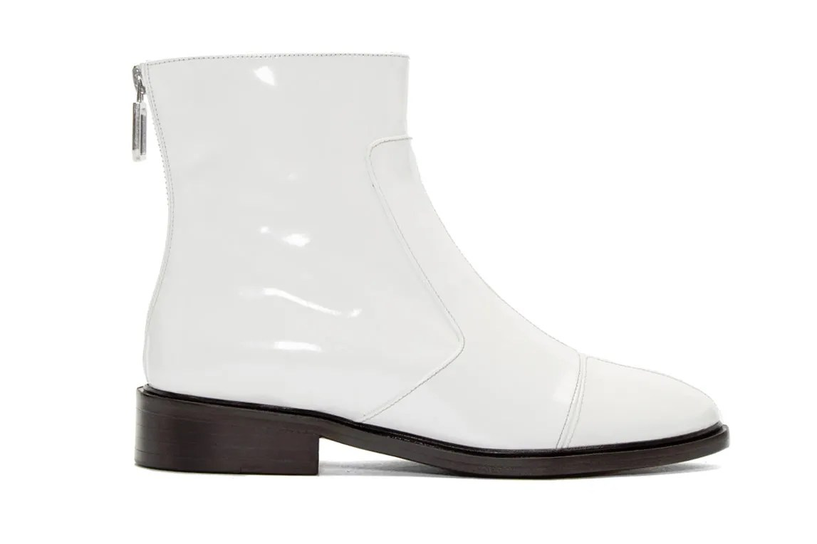White Boots Are The Trend To Wear This Season