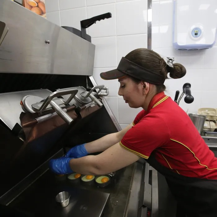 Most Low-Wage Workers Are Women, Study Finds