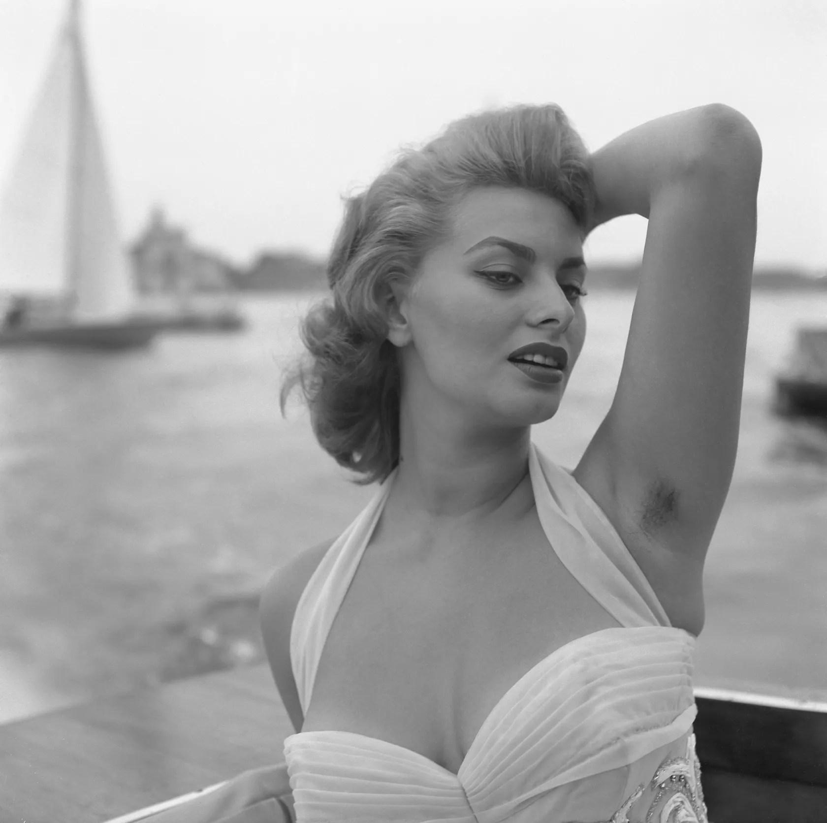 Fullsize Of Sophia Loren Hot