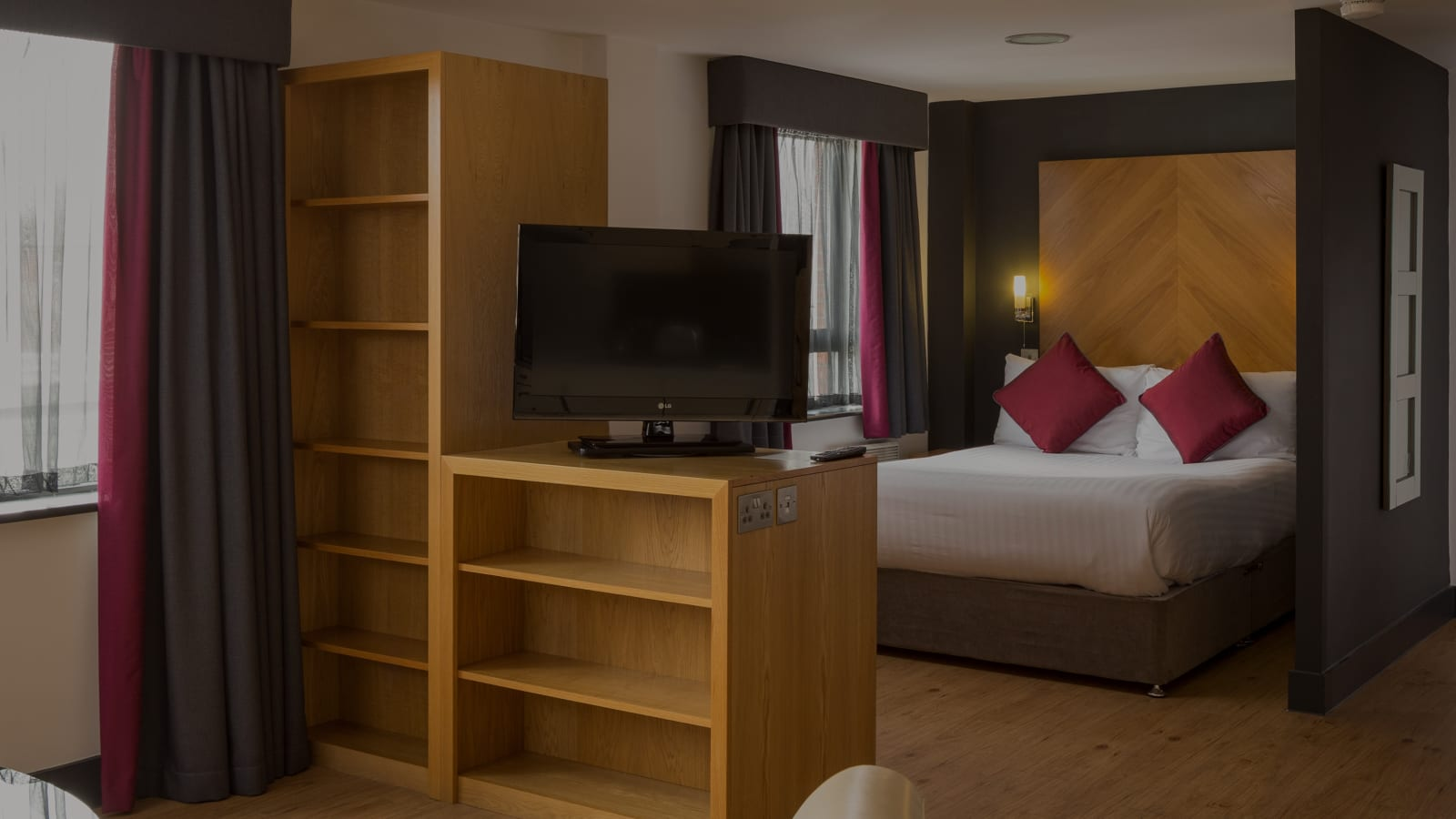 One Bed Flat Leeds Hotel In Leeds City West Serviced Apartments Roomzzz Aparthotels