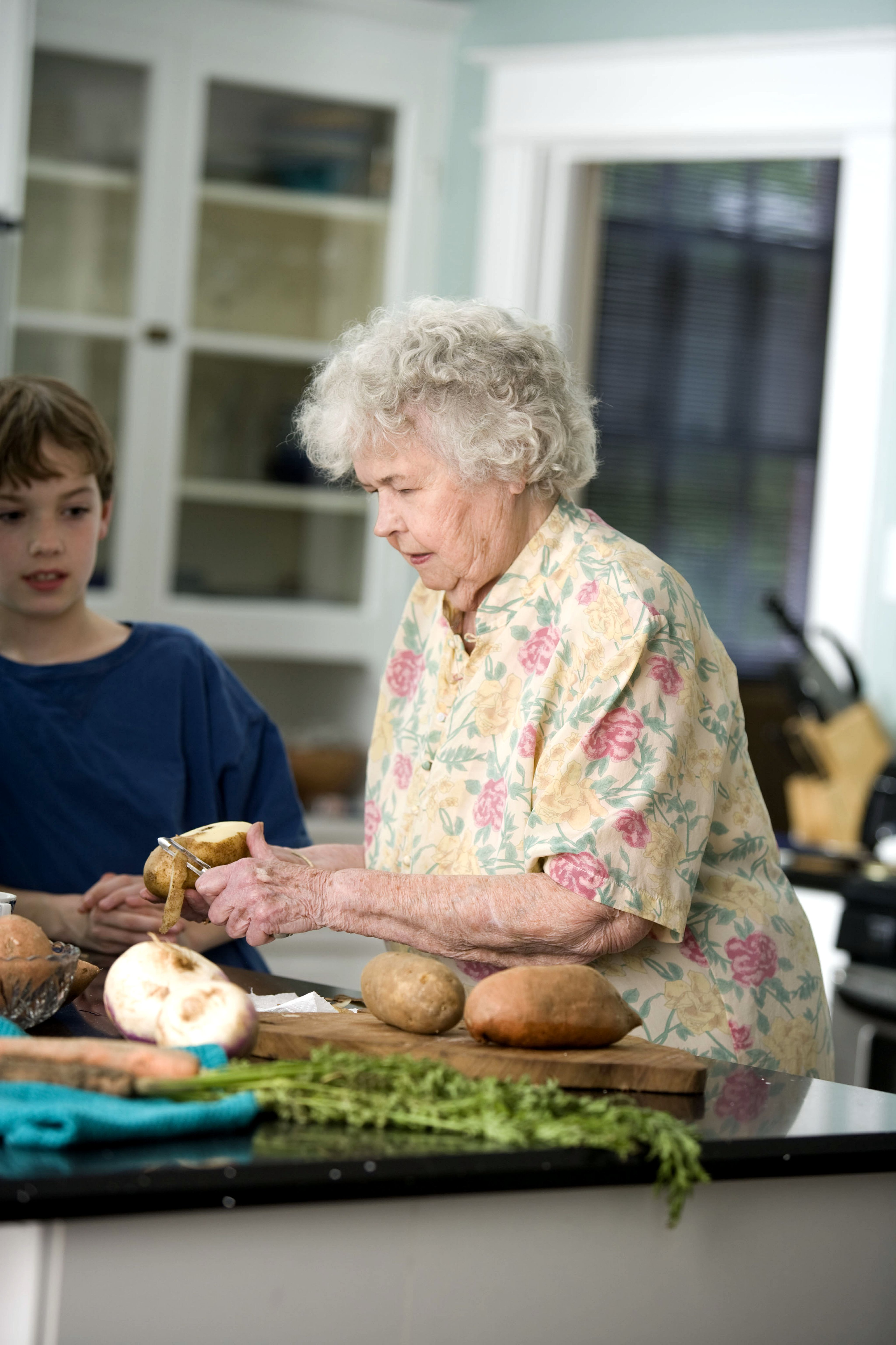 Une Chaise Free Picture: Elderly, Woman, Grandson, Kitchen