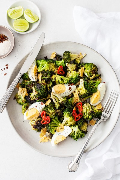 Ensalada de brócoli y huevo