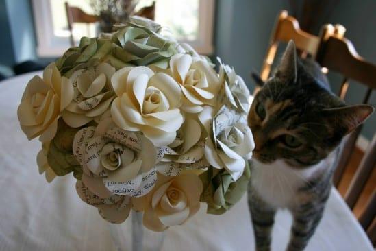 Buquê de noiva de papel.