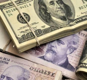 dolares e pesos argentinos