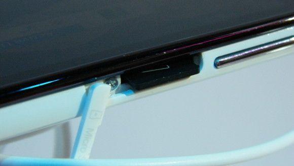 Alcatel One Touch Screibe HD. MicroSD