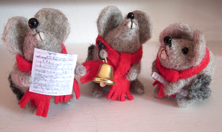carol singing mice Christmas Countdown Day 17