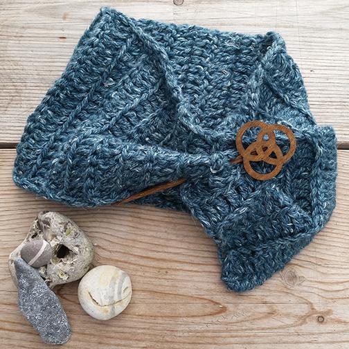 Rowan Hemp Tweed Chunky scarflet with pin