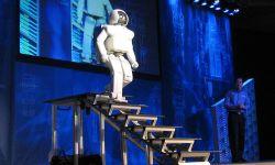 800px-Honda_ASIMO_Walking_Stairs